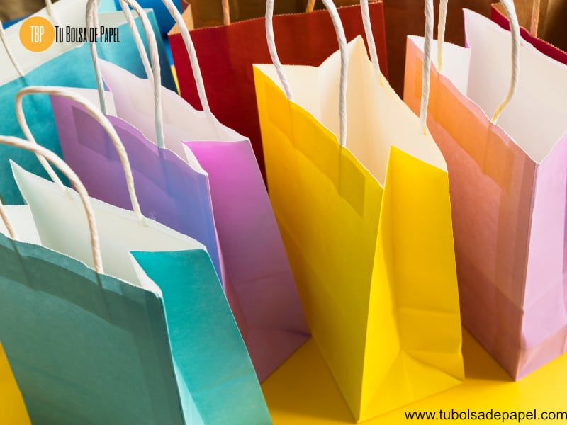 Bolsas de papel en vivos colores